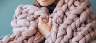 arm knitting with wool roving for beginners